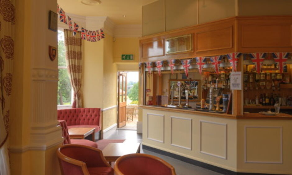 Finchley Golf Club Bar
